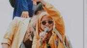 Arisya Dinda Nurmala Putri, sosok perempuan yang menjadi orator, saat aksi tolak UU Cipta Kerja di depan DPRD Sumenep. (Foto: Istimewa)
