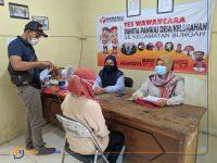 Foto: Komisioner Panwascam Bungah dan PKD Bawaslu Gresik saat melakukan tes wawancara Pengawas TPS.