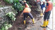 Foto: Hujan cukup deras di wilayah Jember mulai Senin (19/10) sore hingga malam, menyebabkan banjir bandang dan tanah longsor.