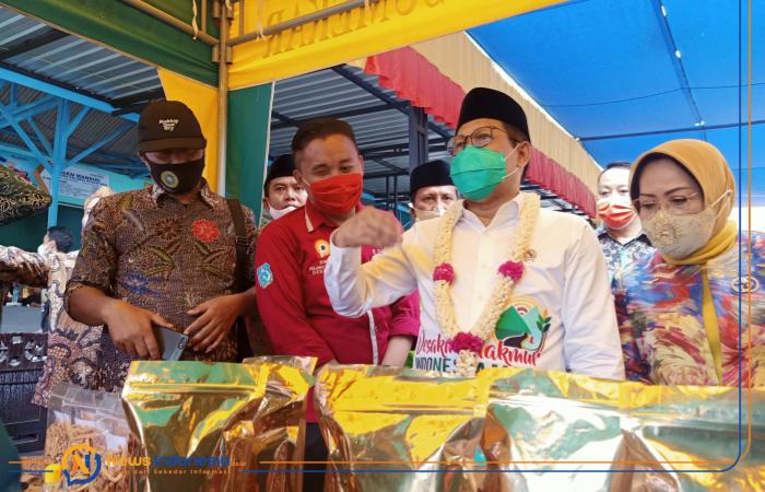 Foto: Menteri Desa PDTT, Abdul Halim Iskandar, saat meninjau produk olahan Bumdes Pelangi Nusantara di Desa Lobuk, Kecamatan Bluto, Sumenep, Madura, Jawa Timur.
