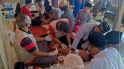 Foto: Sejumlah anak di Ponpes Raudhatut Tholibin, Desa Blaban, Kecamatan Batumarmar, saat mendapatkan khitan secara gratis.