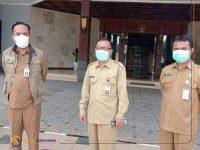 Foto: Kadinkes, Satgas COVID-19, dan Kabag Humas Pemkab Gresik saat memberikan keterangan resmi terkait Bupati Sambari terkonfirmasi Positif Covid.