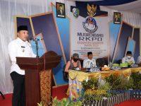 Bupati Sampang, H. Slamet Junaidi, saat menyampaikan sambutan dalam pelaksanaan Musrenbang Rencana Kerja Pemerintah Daerah Kecamatan Robatal, di pendopo kecamatan setempat.