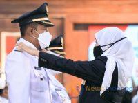 Foto: Bupati dan Wakil Bupati Sumenep terpilih, Achmad Fauzi - Dewi Khalifah, saat dilantik oleh Gubernur Jawa Timur, Khofifah Indar Parawansa, di Gedung Grahadi, Surabaya.