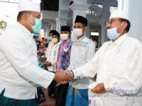 Foto: Bupati Sampang H. Slamet Junaidi saat mengawali kegiatan Safari Ramadan di Masjid Ar- Rohmah Desa Temoran, Kecamatan Omben Kabupaten Sampang.