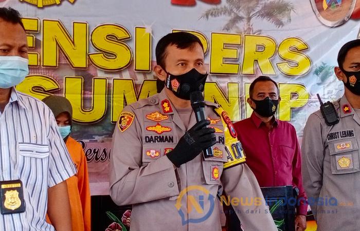 Foto: Kapolres Sumenep, AKBP Darman, saat menggelar konferensi pers kasus pembunuhan hadis gadis cilik secara sadis di Kecamatan Ambunten, Sumenep.