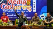 Foto: Bupati dan Wakil Bupati Sampang, saat menyapa awak media di acara media Gathering di aula Jambuluwuk kota Batu Malang.