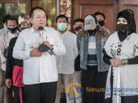 Caption: Bupati Jember Hendy Siswanto, saat Menyambut Kedatangan Linkrafin Usai Menjadi Juara pada Lomba Karya Musik Anak Komunitas Kemenparekraf.
