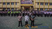 Foto: Kapolresta Bogor Kota, Kombes Pol Susatyo Purnomo Condro (kiri), Wali Kota Bogor, Bima Arya (tengah) saat apel.