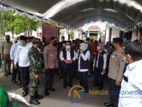 Foto: Gubernur Jatim, Khofifah IP beserta Rombongan Forkopimda Jatim saat memantau vaksinasi masal di Kabupaten Sampang, Madura, Jawa Timur.