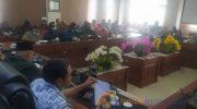 Caption: DPRD Kabupaten Jember, saat menggelar rapat gabungan Komisi dalam agenda hearing bersama warga dan perusahaan tambak udang.