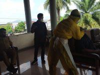 Caption: Seluruh anggota DPRD Jember dan Jajaran Pemkab Jember Menjalani Tes Swab Antigen Usai.