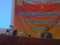 Foto: Wakil Bupati Sumenep, Nyai Hj. Dewi Khalifah, saat menghadiri peringatan Hari Hak Tahu se-Dunia, di Hotel De Baghraf Sumenep. (Foto: Sumenepkab.go.id)
